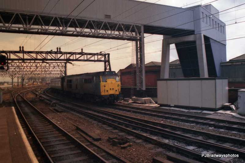 31439 Manchester Piccadilly Station 01-05-1988