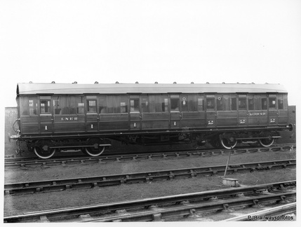CARRIAGE BUILT AT DUKINFIELD WORKS  Diagram 110  FIRST / SECOND CLASS  ORIGINAL No 63949  1946 No 88133 AT DUKINFIELD WORKS