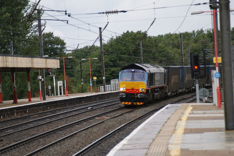 48151 on the Fellsman at Lancaster Station 04 08 2010 084.JPG