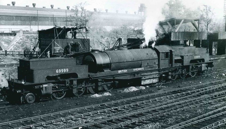 059-Ex-LNER Garratt 69999 taking on coal at Bromsgrove shed in 1949.jpg