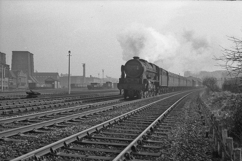 074-46166 heads the Bradford-Carlisle slow at Valley Goods in 1965-6