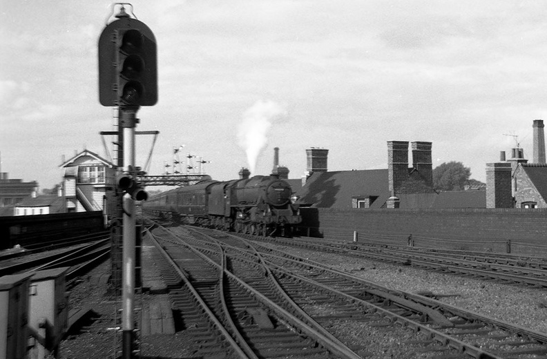 On 27th August 1963 Black 5 4-6-0 No 44692 heads south into Leicester Central..jpg