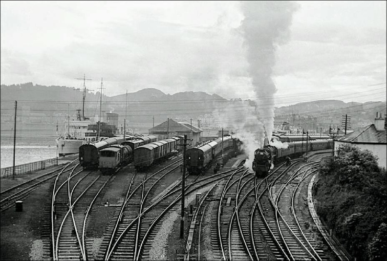 Oban station on 10-6-1961 with a black 5 on a return excursion to Cardiff.jpg