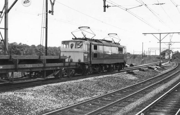 76047 reverses into a siding at Godley Junction on 24.10.1978