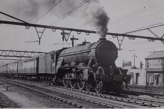 East of Guide Bridge, Dewsnap Sidings May 1953. No 60103 Flying Scotsman heads the 3.50pm Manchester to Marylebone express. B.K.B. Green