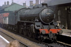 On 16th August 1962 a goods train passes through Grantham station hauled by B1 locomotive No.61389 .