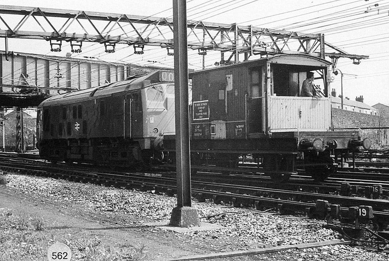 24133 reverses slowly from Dewsnap sidings towards Guide Bridge.Guide Bridge East 1977