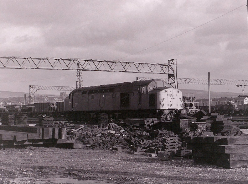 40009 stands amongst the clutter in the pw sidings at Guide Bridge having brought in some ballast hoppers on 2 February 1984.