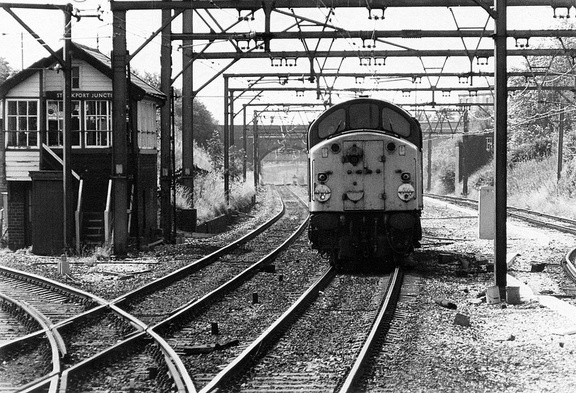40124 runs light into the station passing Stockport Junction signal box. Guide Bridge 20-07-1982