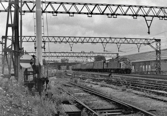 The weeds are already growing in the now disused Dewsnap Sidings as Class 40 No 40066 passes with the returning newspaper train from Cleethorpes 1982.