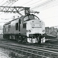 37193, fitted with snowploughs, leaves the holding sidings Guide Bridge 1981||<img src=./_datas/9/o/6/9o6rl289yj/i/uploads/9/o/6/9o6rl289yj//2019/01/29/20190129203117-453f0eb2-th.jpg>