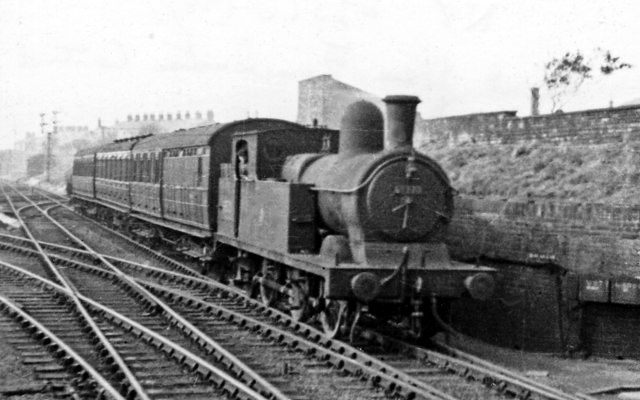 002-Manchester Central train at Guide Bridge.jpg